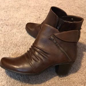 EARTH Brown Leather Ankle Bootie PEGASUS size 9 B